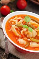 minestrone, Italiaanse groentesoep met pasta foto