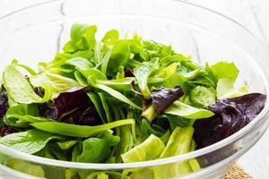 mandje met salade