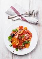 kleurrijke tomatensalade foto