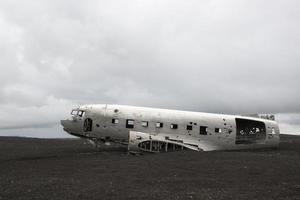 neergestort vliegtuig, douglas, ijsland foto