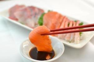 """""""sashimi"""" rauwe visfilet foto"""