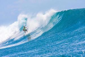 surfen op een golf. foto