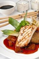 mahi orientale geserveerd foto