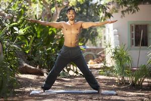 yoga in de natuur. foto