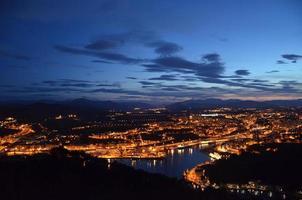 nachtlandschap in Irun, Spanje foto