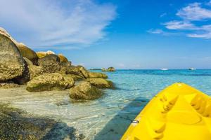 kajakken in zee op lipe island foto