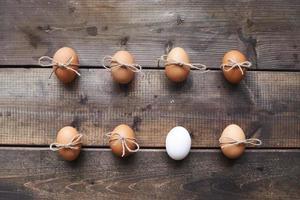 twee rijen eieren foto