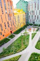 luchtfoto op kleurrijke woongebouwen