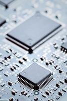 elektronische chips gemonteerd op het moederbord