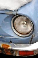 oude auto in de winter