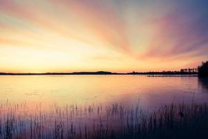 oever van het meer foto