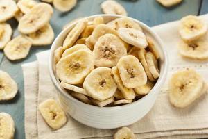 zelfgemaakte gedroogde bananenchips