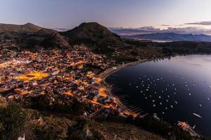 Titicacameer op de grens van Bolivia en Peru foto