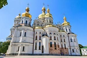 kiev-pechersk lavra werd in 1051 opgericht door yaroslav de wijze.