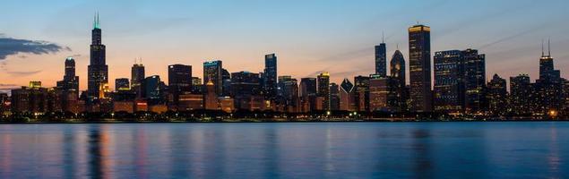 Chicago skyline in de schemering belangrijkste drie gebouwen foto