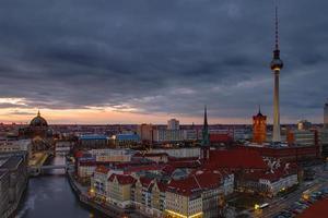 het centrum van Berlijn bij zonsopgang foto