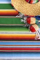 Mexicaanse serape deken met sombrero foto
