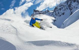mannelijke freerider skiër