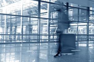 passagier op de luchthaven foto