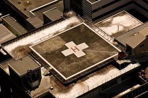ziekenhuis helikopterplatform op het dak foto