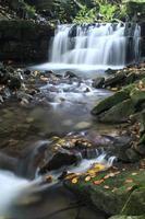 waterval op de satina rivier foto