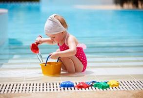 klein meisje op vakantie