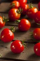 rode biologische kerstomaatjes foto