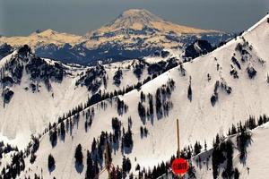 achterland besneeuwde berg adams washington foto