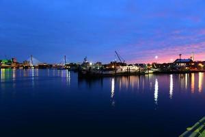 Boston Harbor in de nacht, Verenigde Staten foto