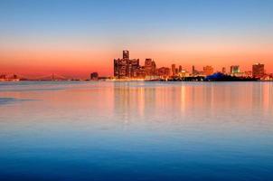 Detroit, Michigan skyline 's nachts foto