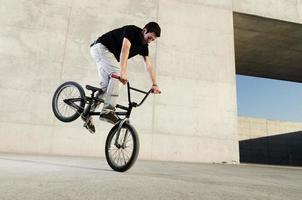 jonge bmx fietser