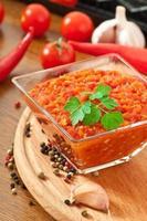 red hot chili peper en saus foto