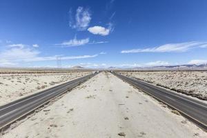 Interstate 15 tussen Los Angeles en Las Vegas foto