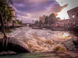 kanaalboot van bangkok foto
