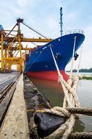 haven en schip van bangkok foto