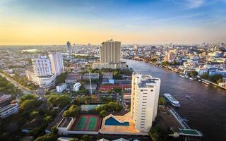 bangkok stad van hoog standpunt met chao praya rivier