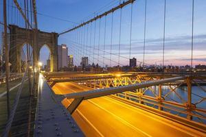 brooklyn bridge bij zonsopgang. foto