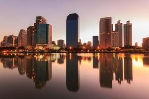 gebouw met reflectie in Bangkok foto