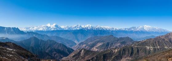 panorama uitzicht op de top van vee berg foto