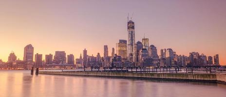 New York skyline van de stad in de zonsopgang foto