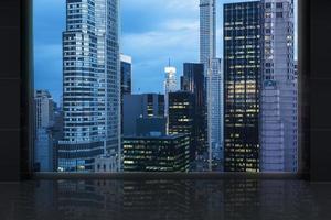 interrior met een groot raam en panoramisch New York City. foto