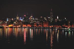 Manhattan lichten 's nachts foto