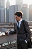 jonge zakenman SMS-berichten foto