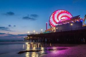 Santa Monica Pier na zonsondergang foto