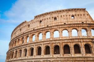 buitenkant van het oude colosseum of coliseum foto