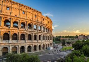 zonsondergang bij colosseum - rome - Italië foto