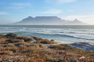 uitzicht op de Tafelberg bij zonsopgang foto