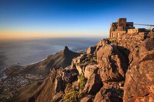 leeuwen hoofd uitzicht vanaf de top van de Tafelberg foto