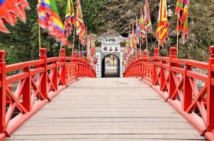 huc brug in Hanoi vroege ochtend geen mensen foto