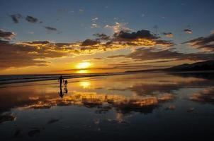 prachtige zonsondergangen van playa el cuco, el salvador foto